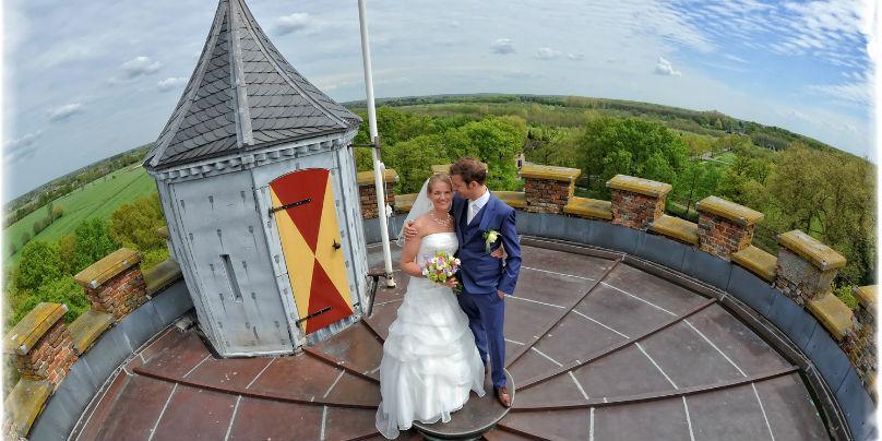 Bruidspaar op Oude toren webs bew