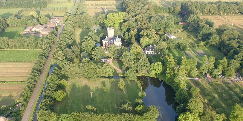 Kasteel Sterkenburg met Koetshuis en Tuinmanshuis
