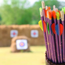 Zakelijke bijeenkomst, vergaderen en pijl en boog schieten