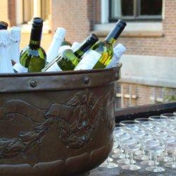 wijnkoeler met glazen